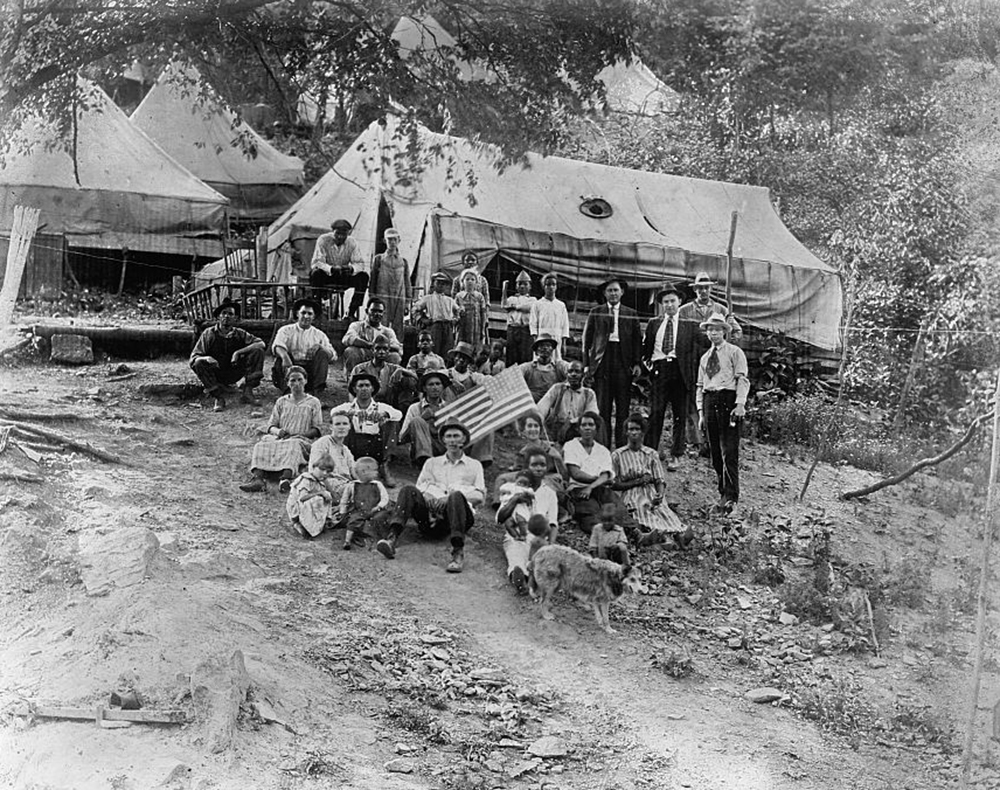 Group of striking union miners and the families living in tents, 1922. Library of Congress, Prints and Photographs Division, Gift of Herbert A. French, 1947.
