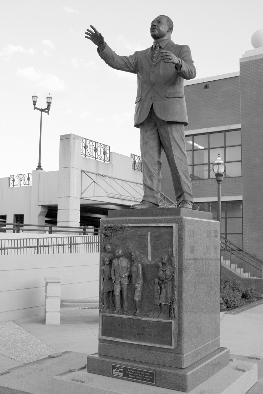 Martin Luther King Jr. statue, Roanoke, VA, 2011. Photograph by Brent Moore. Flickr (CC BY-NC 2.0).