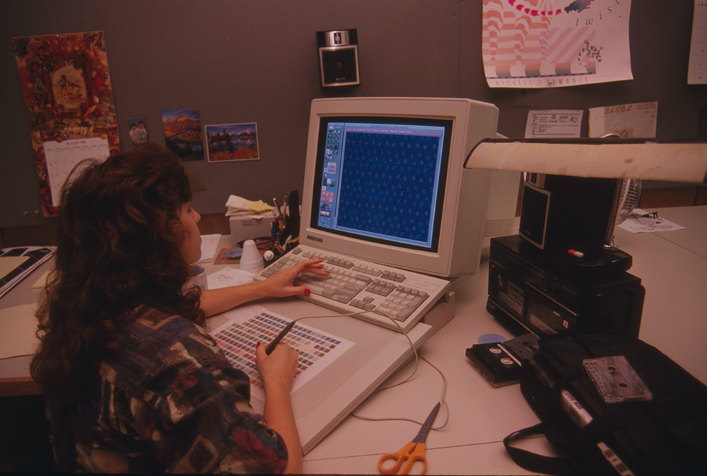 Woman uses computer, 1994. Photograph by Martha Cooper. Library of Congress, Prints and Photographs Division.