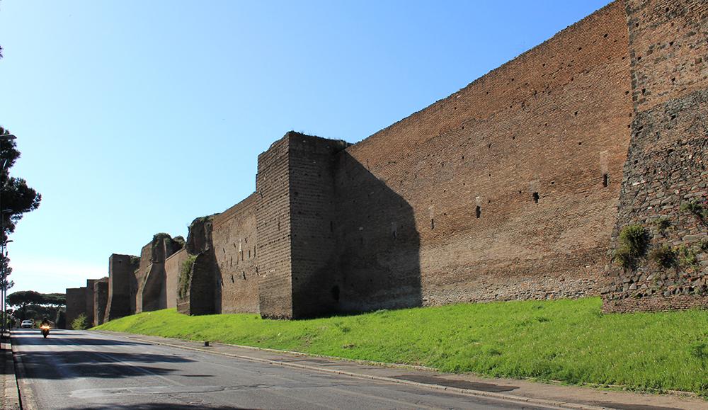 Southern part of the Aurelian Wall near Porta san Sebastiano, 2011. Photograph by Karelj.