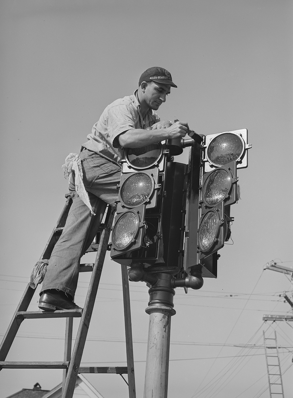 Putting up a new traffic signal in San Diego, California, 1940. Photograph by Russell Lee. Library of Congress, Prints and Photographs Division.