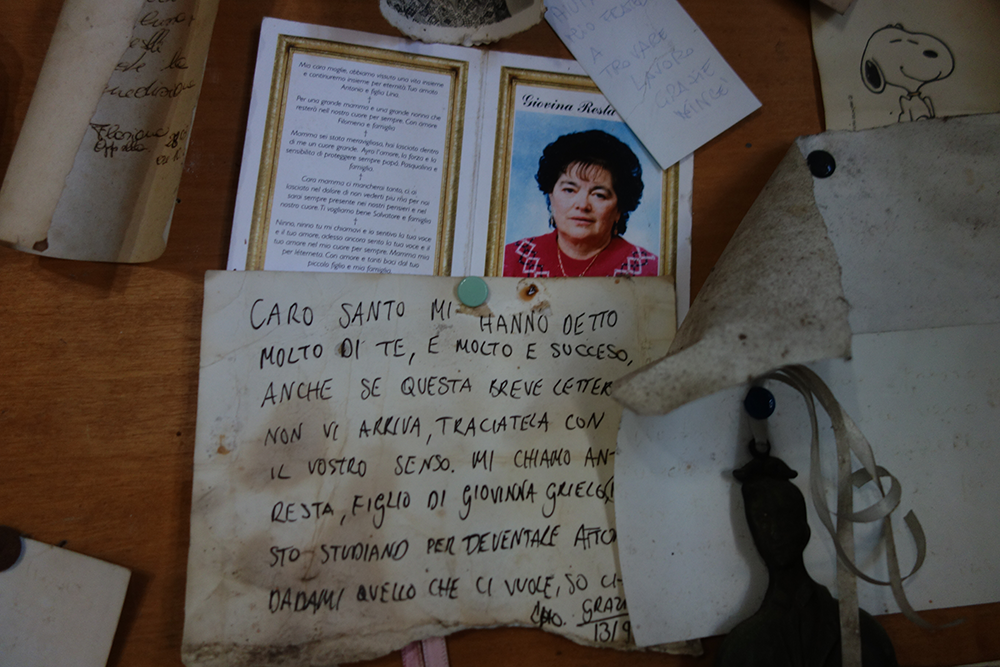 Notes at the shrine of Uncle Vincent. Photograph by Elizabeth Harper.