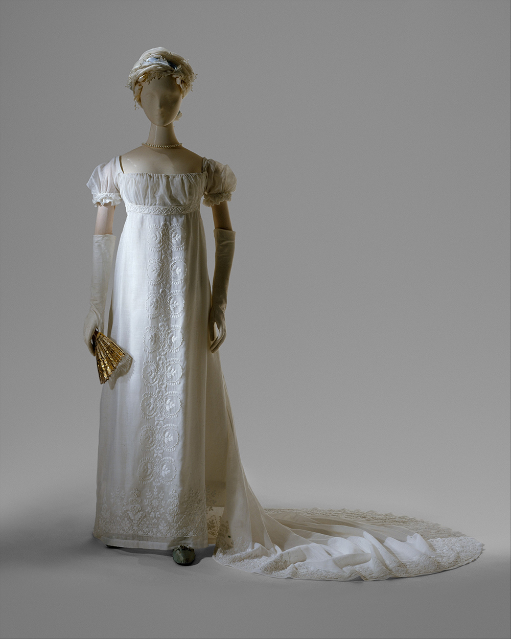 Evening dress, c. 1804. The Metropolitan Museum of Art, Purchase, Gifts in memory of Elizabeth N. Lawrence, 1983.
