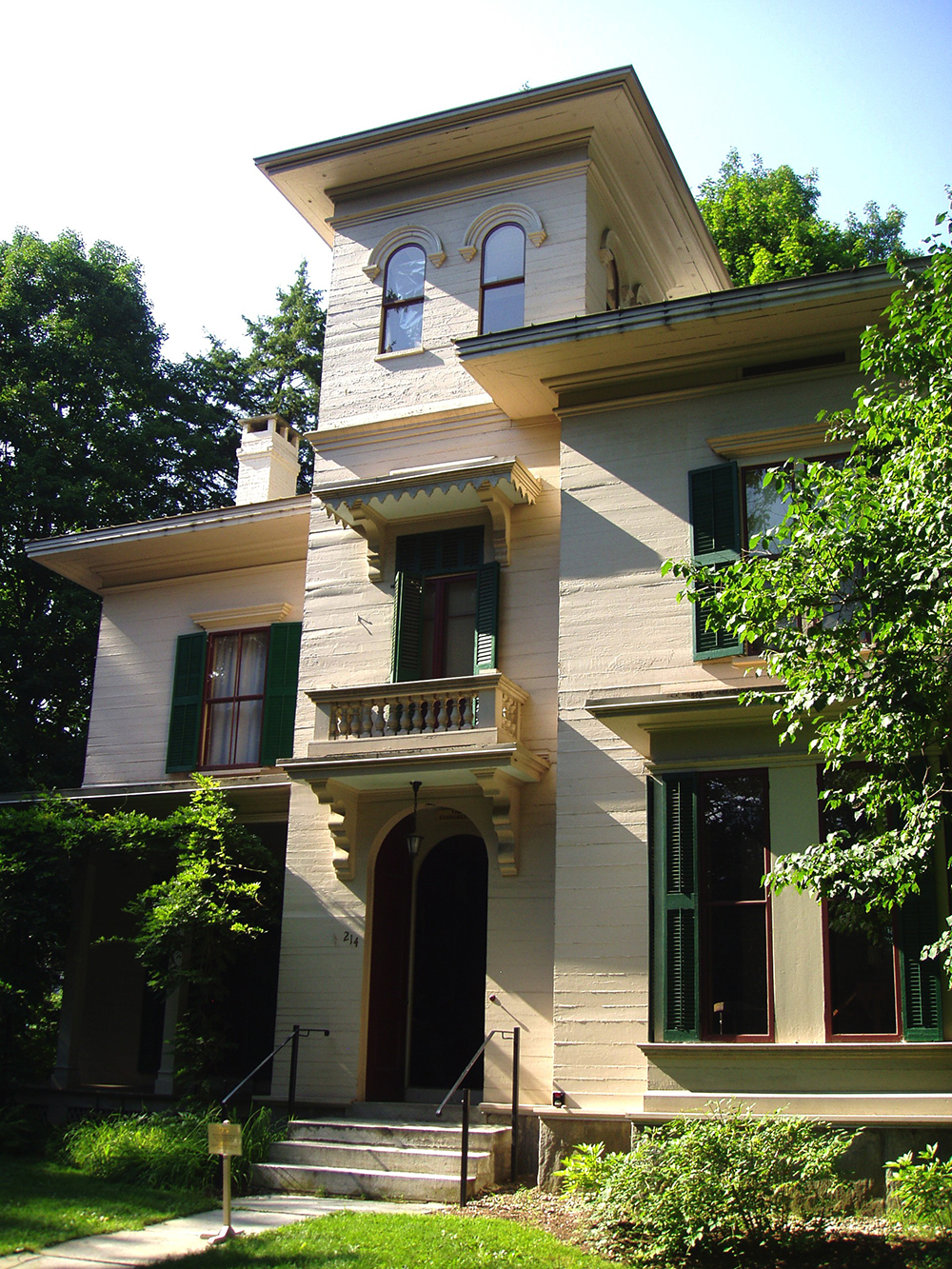 The Evergreens, Austin Dickinson's House, 2006. Photograph by Daderot. Wikimedia Commons (CC BY-SA 3.0).