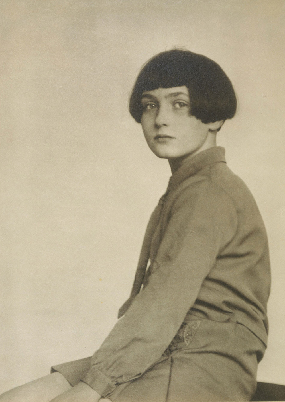 Fabienne Lloyd, 1928. Photograph by Berenice Abbott. The Philadelphia Museum of Art, 125th Anniversary Acquisition. The Lynne and Harold Honickman Gift of the Julien Levy Collection, 2001.