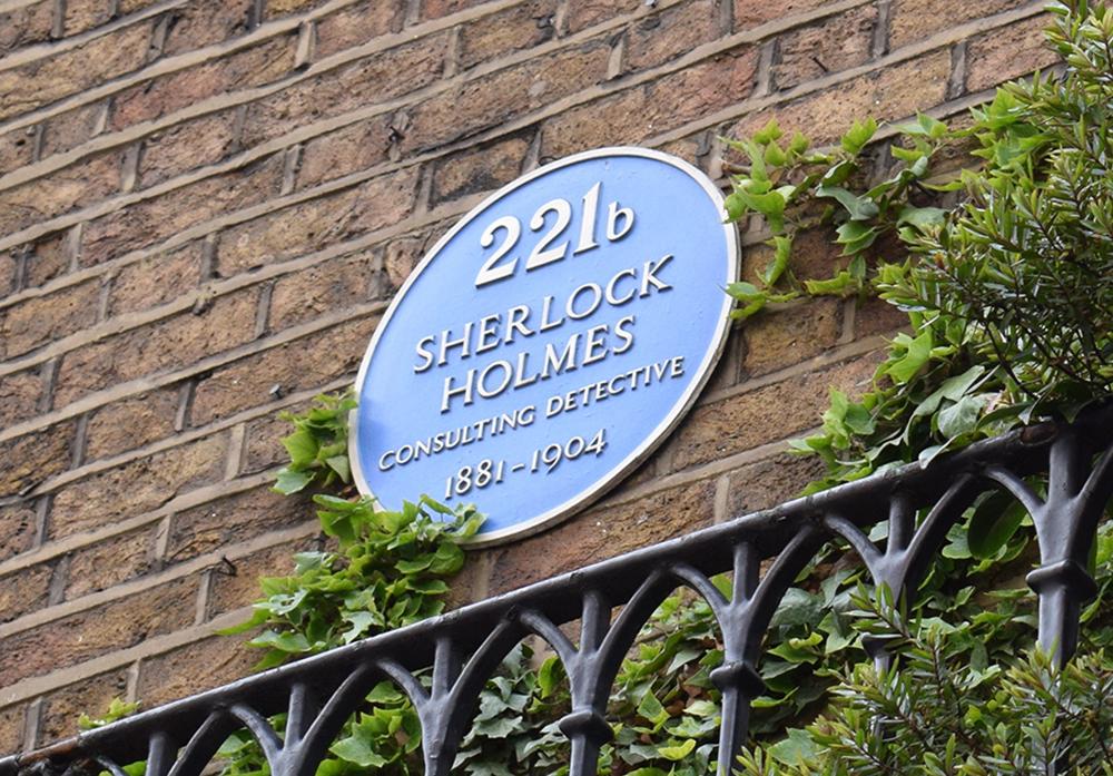 221B Baker Street plaque, 2017. Photograph by Graham Tiller. Flickr (CC BY 2.0).