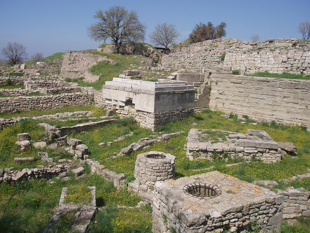 Archaeological site of Troy, 2006. Photograph by David Holt. CC BY-SA 2.0.