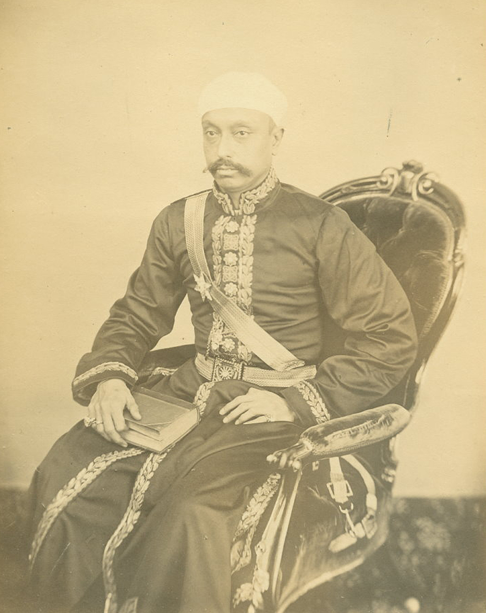 Photograph of Sir Salar Jung. Wikimedia Commons.