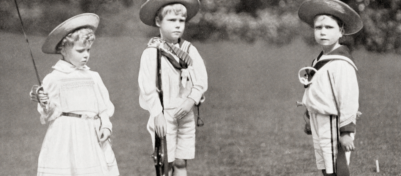 Photograph of England's King Edward VIII,  King George VI, and Princess Mary as children.