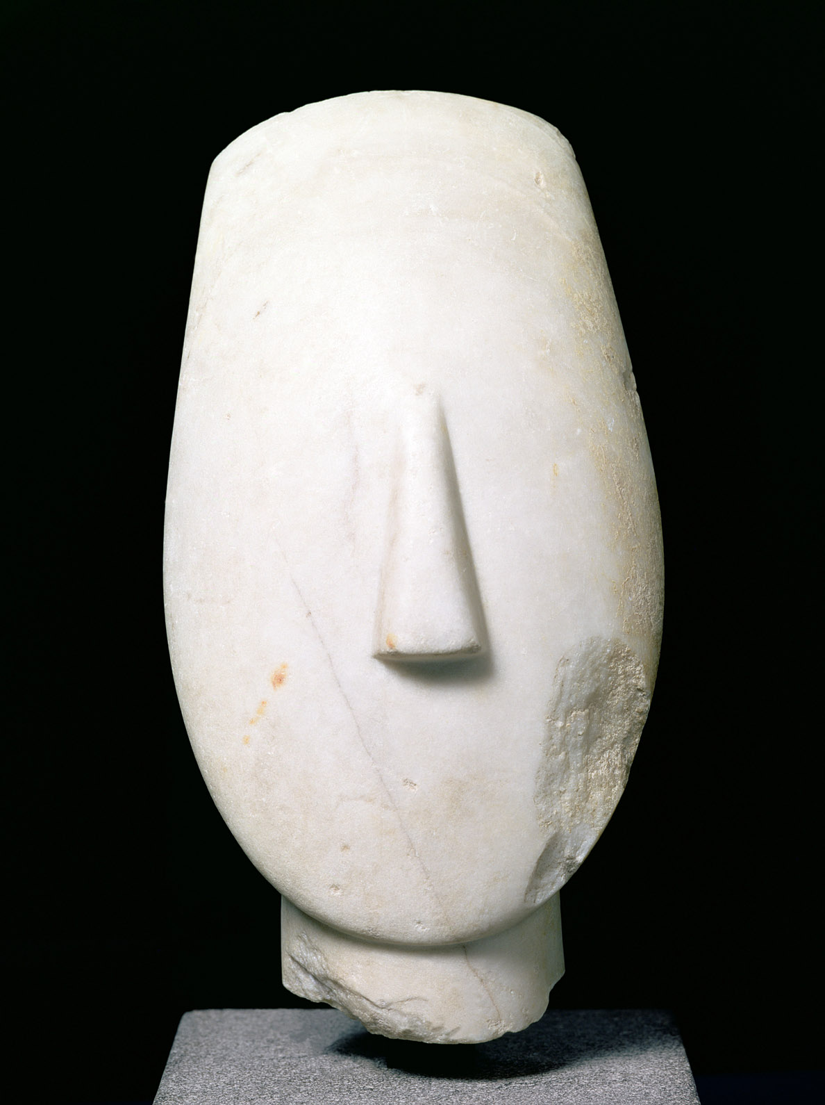 Head of Cycladic female statue, Keros, c. 2500 BC. © Louvre/Giraudon/The Bridgeman Art Library International.