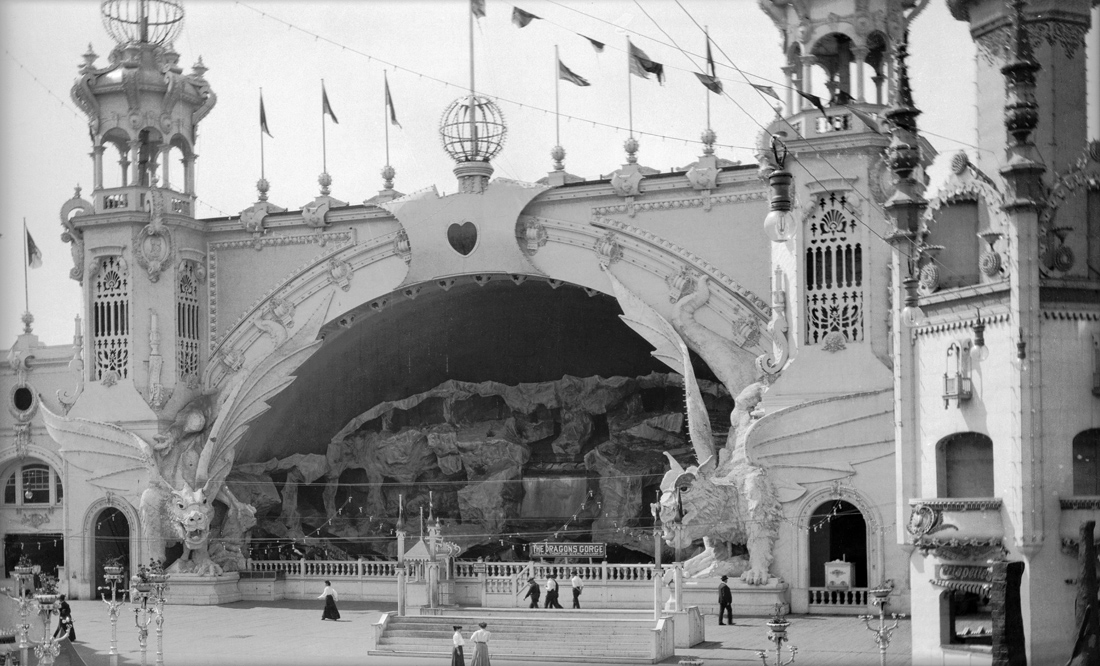 Luna Park, Coney Island, New York, 1906. Photograph by Eugene Wemlinger. Brooklyn Museum/Brooklyn Public Library, Brooklyn Collection.