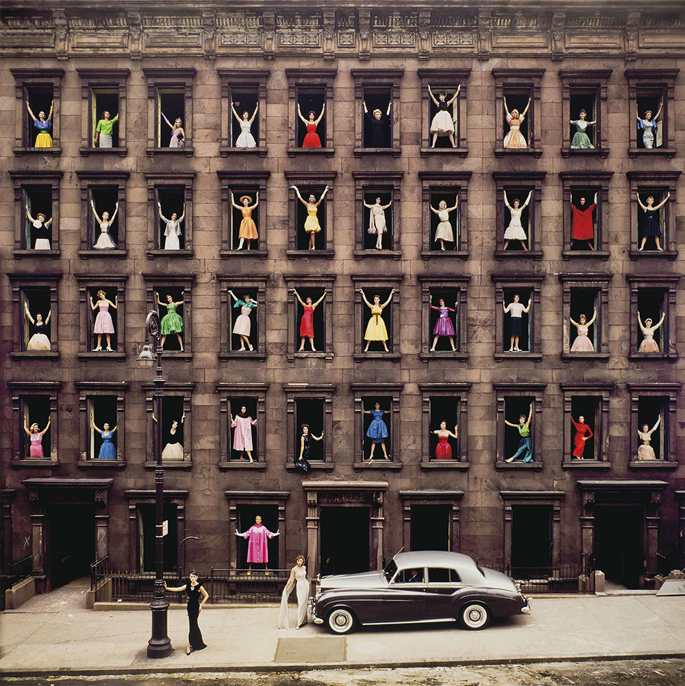 Girls in the Windows, by Ormond Gigli, 1960. © Ormond Gigli, courtesy the artist and Robert Klein Gallery.