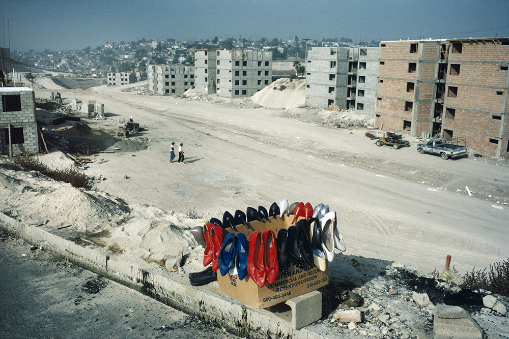 Factory-worker housing being erected, Tijuana, Mexico, 1995. Photograph by Alex Webb. © Alex Webb, courtesy the artist and Robert Klein Gallery.