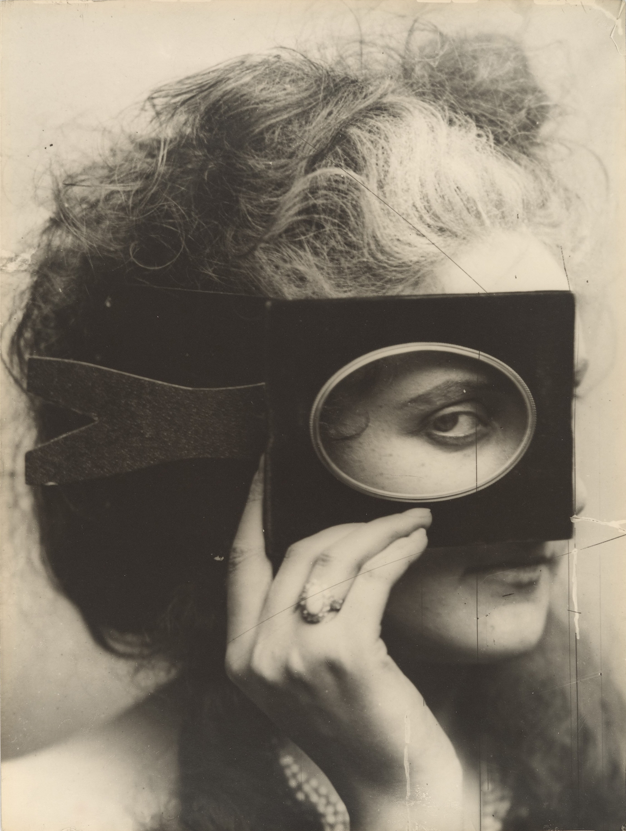Scherzo di Follia, photograph of Countess Virginia Oldoini Verasis di Castiglione by Pierre-Louis Pierson, printed c. 1930. The Metropolitan Museum of Art.