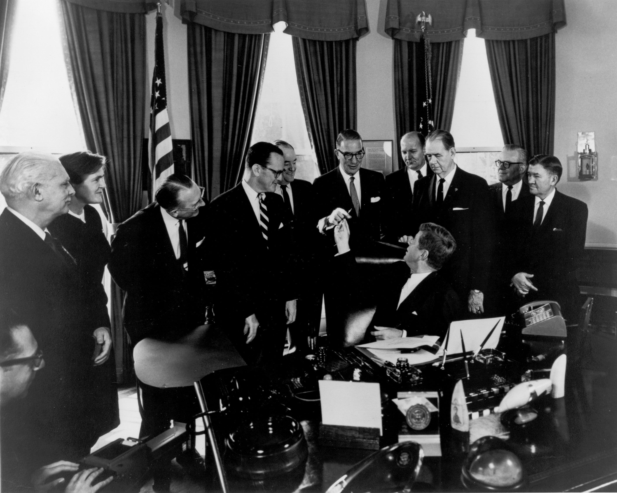 President John F. Kennedy hands Senator Estes Kefauver the pen he used to sign the 1962 Amendments to the Federal Food, Drug and Cosmetic Act. Wikimedia Commons, U.S. Food and Drug Administration.