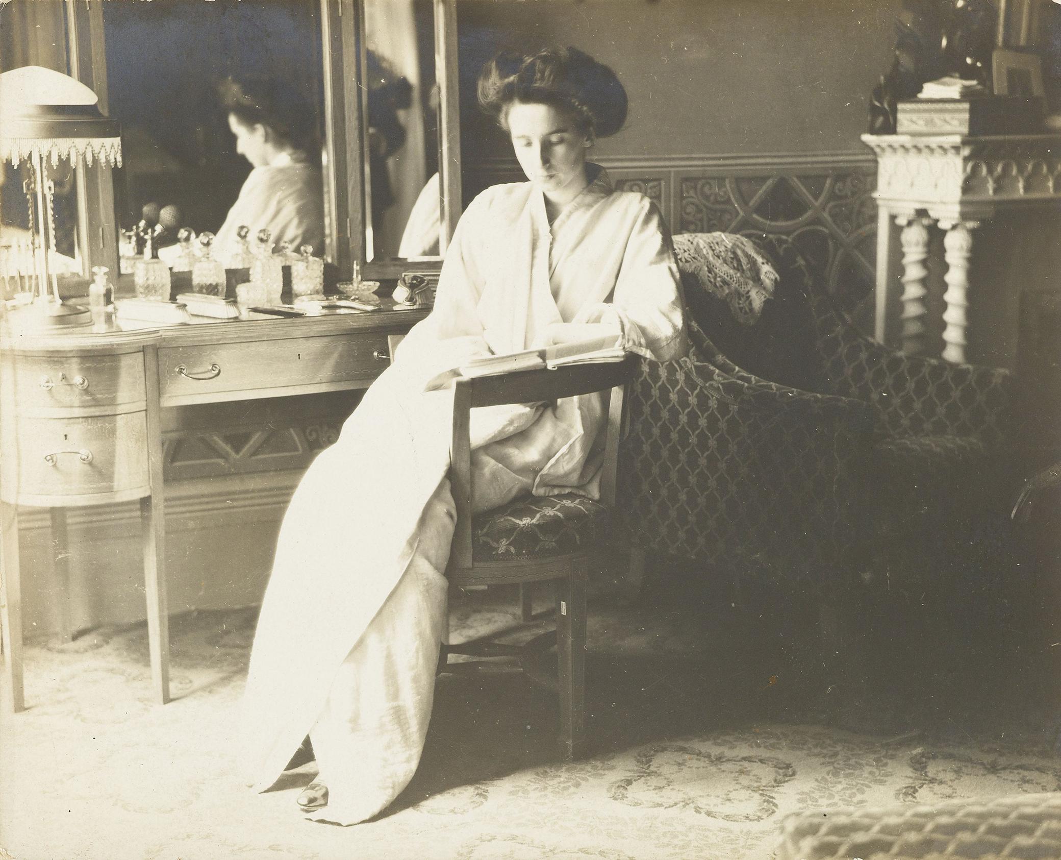 Woman sitting in a bedroom, c. 1915–18. Rijksmuseum.