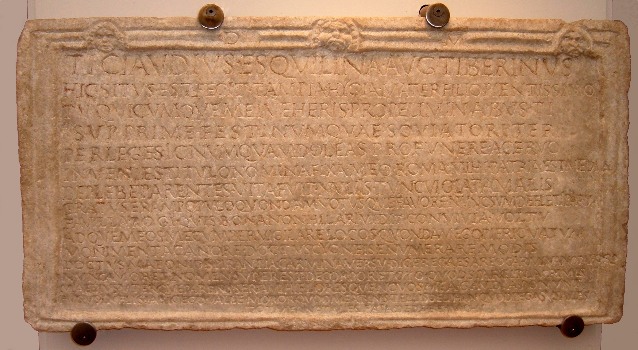 Photograph of the inscription on the tomb of Tiberius Claudius Tiberinus, Rome, by Kleuske. Wikimedia Commons (CC BY-SA 3.0).