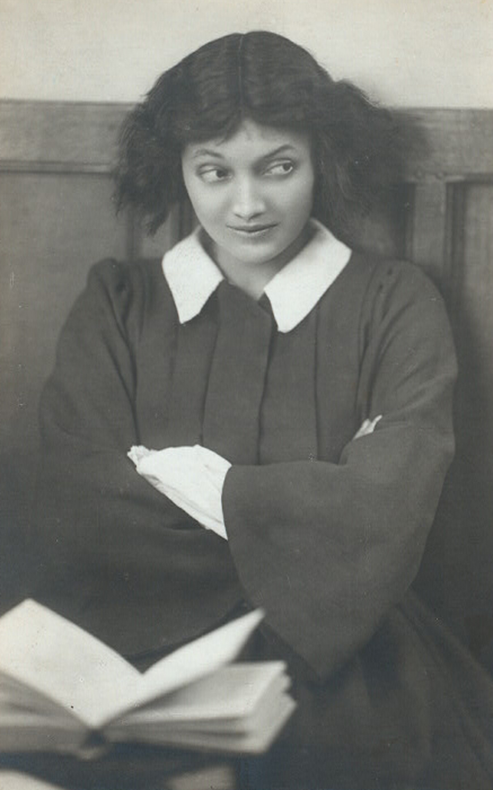 Katherine Cornell playing Jo March, 1919. New York Public Library, Billy Rose Theatre Division.