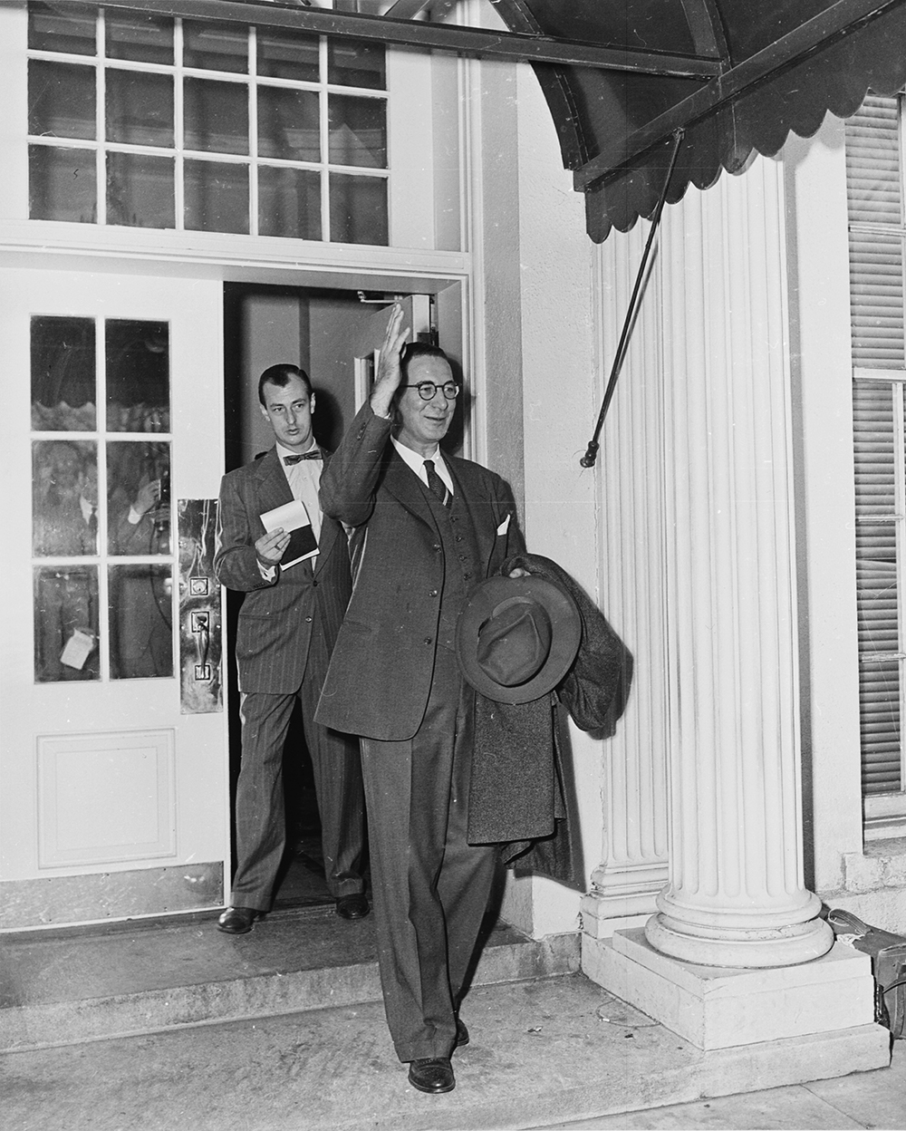 Senator Estes Kefauver of Tennessee leaving the White House after a meeting with President Truman, 1952. Photograph by Abbie Rowe. Wikimedia Commons, National Archives and Records Administration.