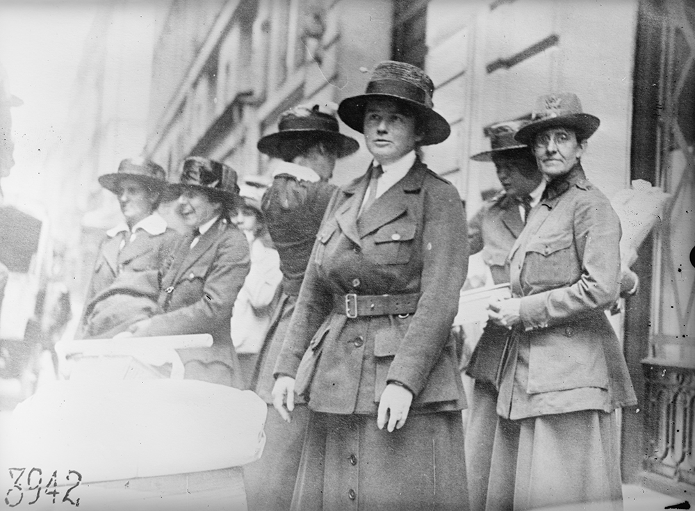 American Red Cross workers of the Smith College Unit in Paris, 1918.