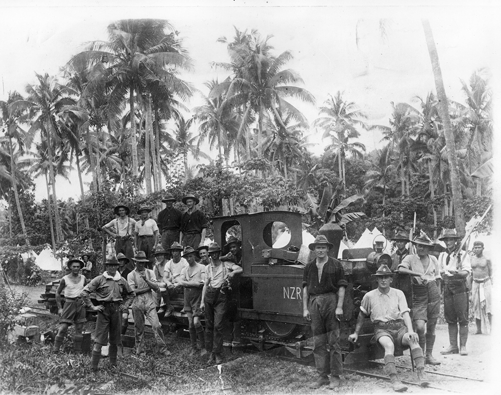 Members of the New Zealand Railway Engineers unit in Samoa, c. 1914. Wikimedia Commons, Archives New Zealand.