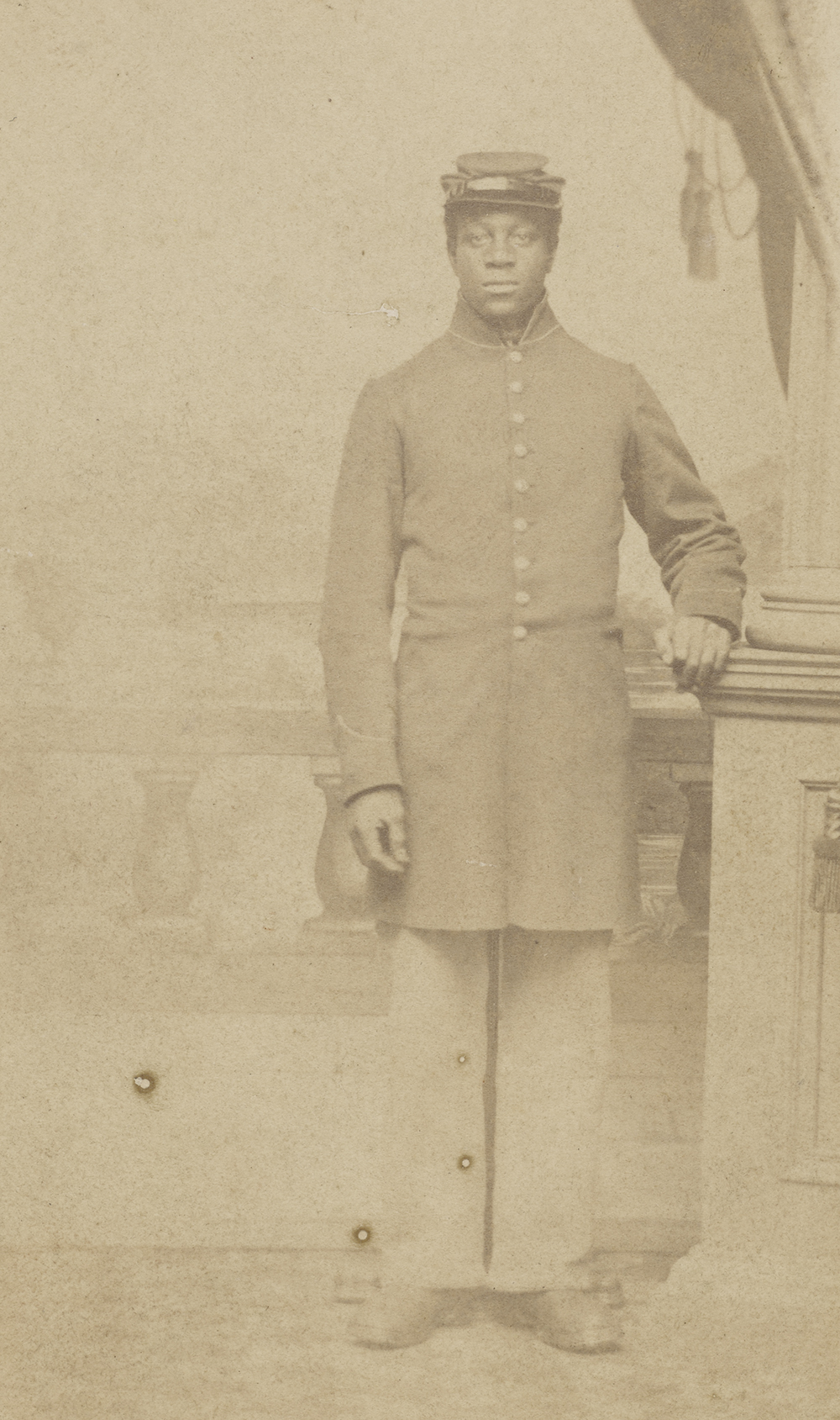 Carte de visite of an unidentified Union soldier, c. 1862. Photograph by Henry C. Cushing.