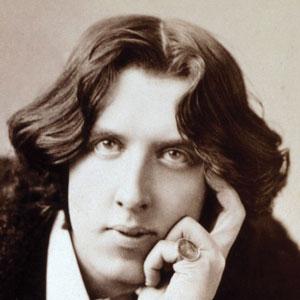A photograph of Oscar Wilde.