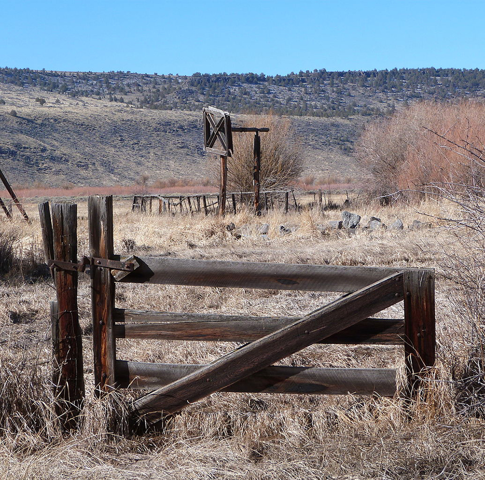 Beef wheel and gate at the historic P Ranch, near Frenchglen, Oregon, 2015. Photograph by Ian Poellet. Wikimedia Commons (CC BY-SA 4.0).