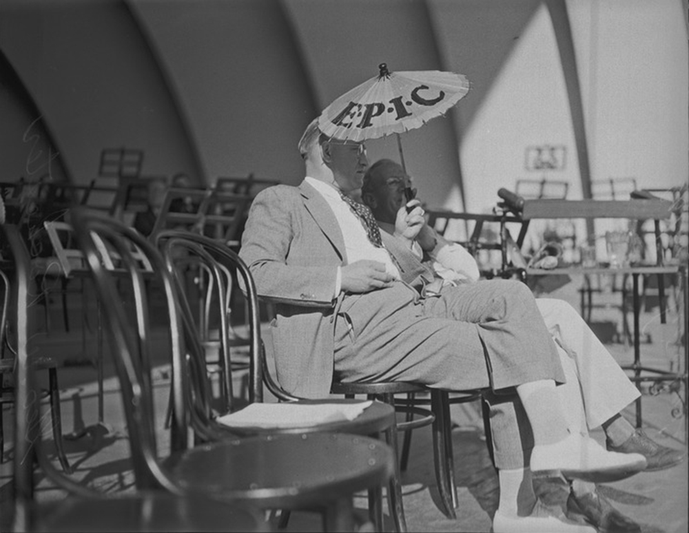 George W. Rochester and Upton Sinclair at a debate at the Hollywood Bowl, Los Angeles, 1935. UCLA, Charles E. Young Research Library, Department of Special Collections, Los Angeles Times Photographic Archive (CC BY 4.0).