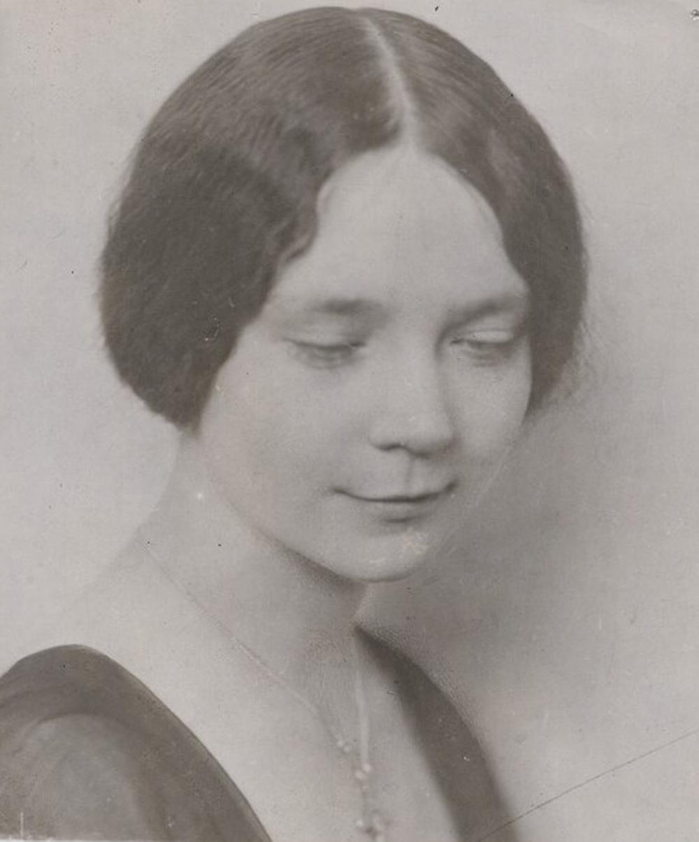 Dorothy Sayers, c. 1920. © National Portrait Gallery, London.