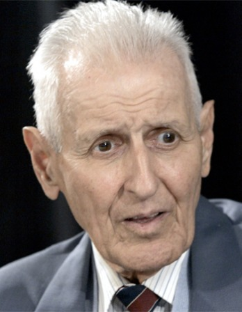 Color photograph of American physician Jack Kevorkian.
