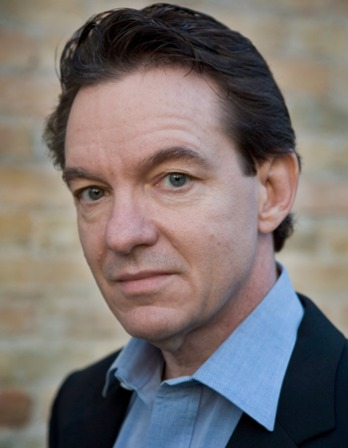 Photograph of American writer Lawrence Wright.