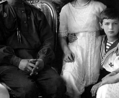 The Romanovs. From left to right: Olga, Maria, Nicholas II, Alexandra, Anastasia, Alexei, and Tatiana. Pictured at Livadia Palace in 1913