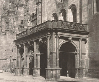 Entrance to Freiburg Minster, 1906. Photograph by Neue Photographische Gesellschaft A.G. Rijksmuseum.