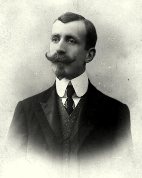 Photograph of a young Heinrich Mann