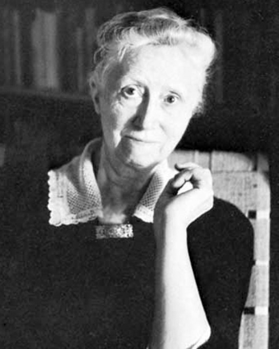 Black and white photograph of American poet Marianne Moore.