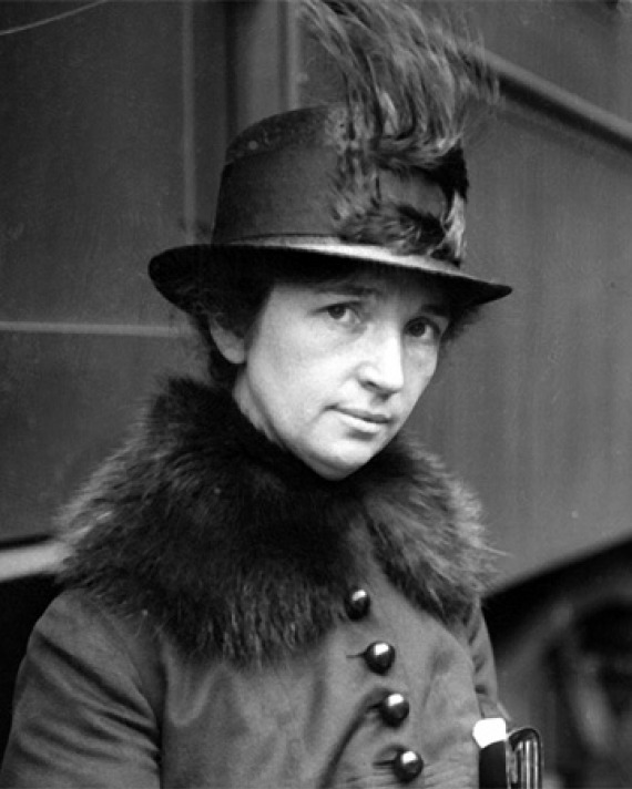 Black and white photograph of American birth-control advocate Margaret Sanger.