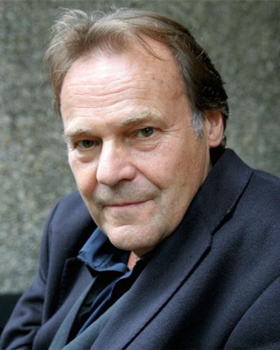 Color photograph of German novelist Peter Schneider.
