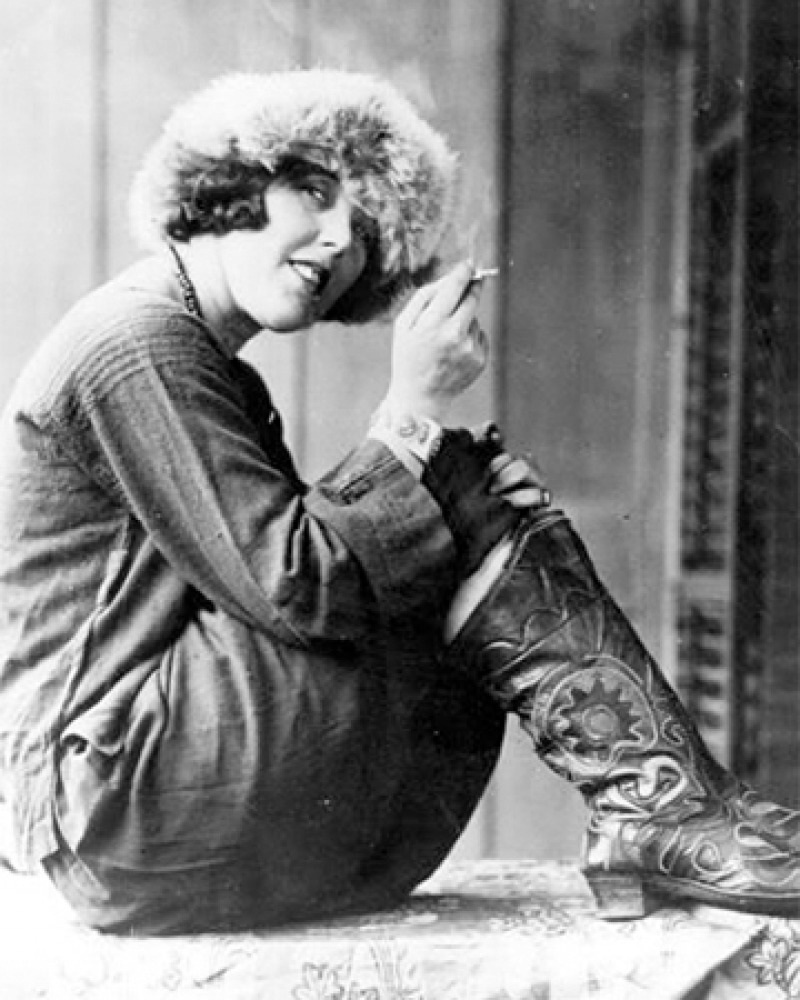 Photograph of American journalist and Bolshevik sympathizer Louise Bryant.