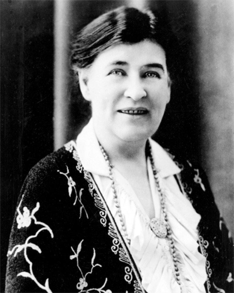 Photograph of American novelist Willa Cather.