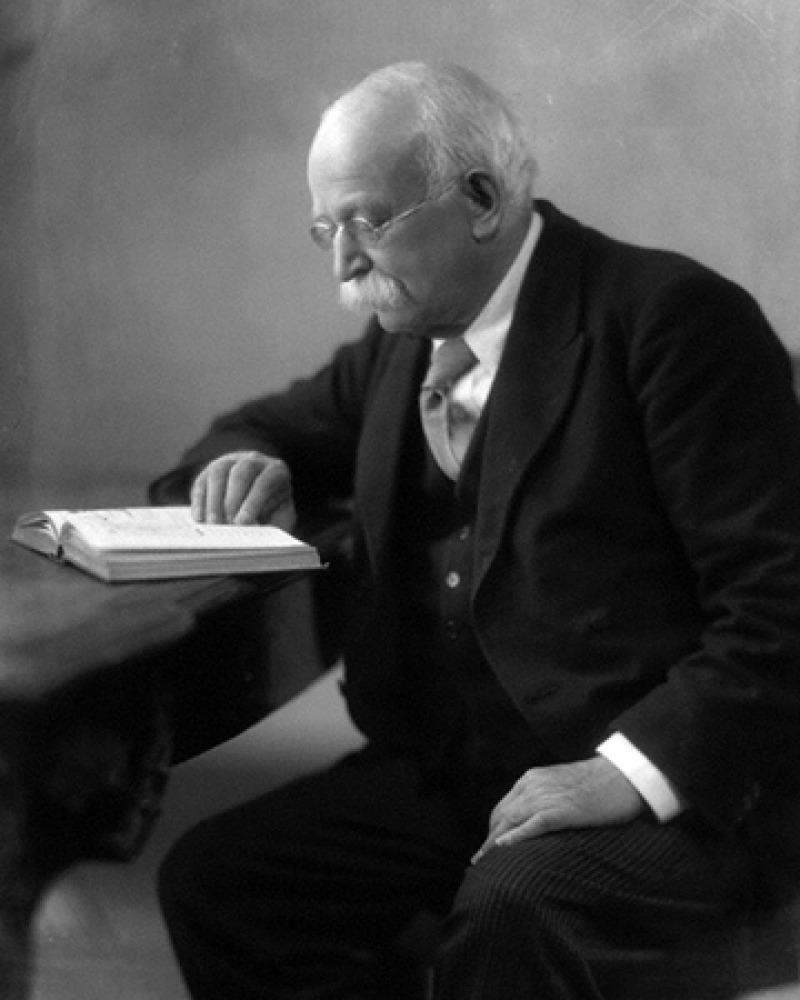 British urban planner Ebenezer Howard.