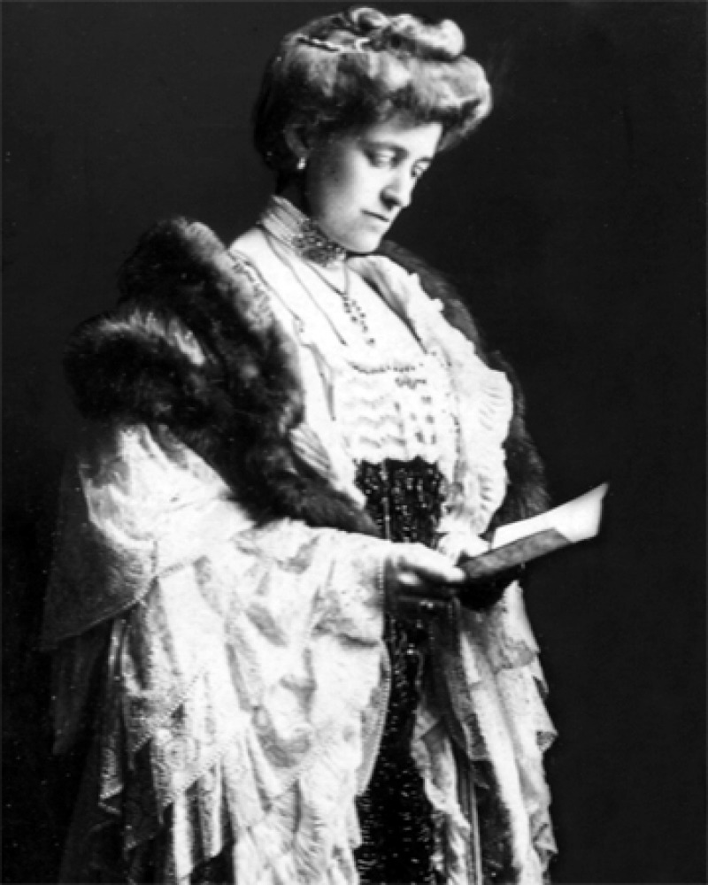 Black and white photograph of American author Edith Wharton.