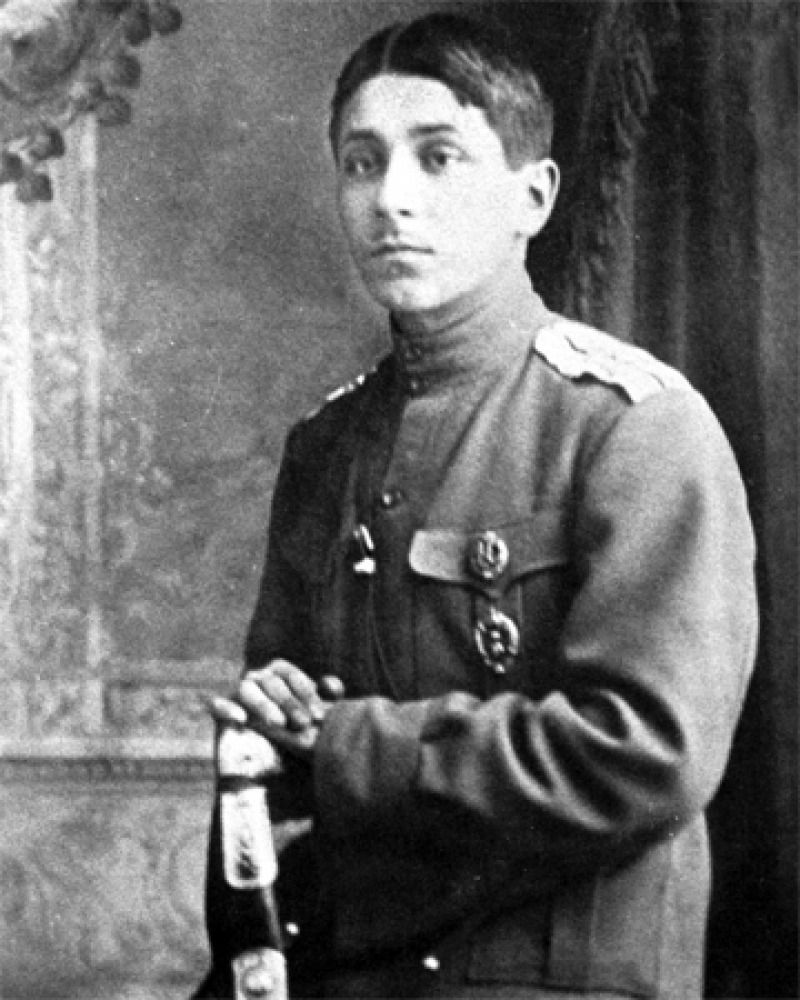 Photograph of Soviet author Mikhail Zoshchenko in military uniform.