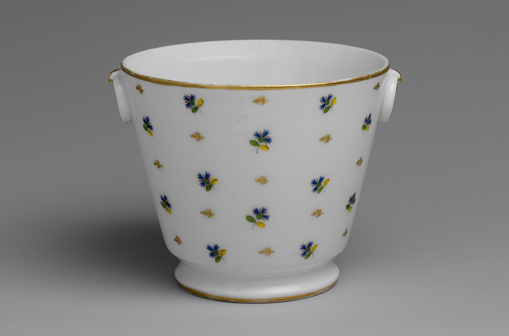 Sugar bowl, c. 1780. The Metropolitan Museum of Art, Gift of Miss Edith Johnson, 1941.