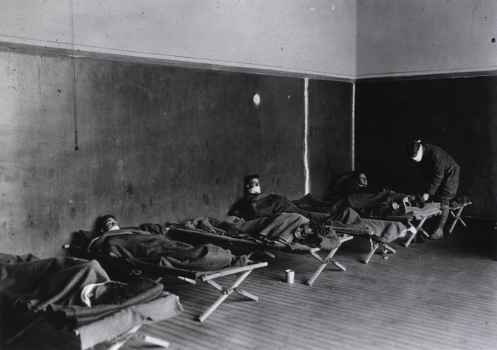 Influenza ward at U.S. Army Field Hospital No. 29, Hollerich, Luxembourg, 1918. The National Library of Medicine.