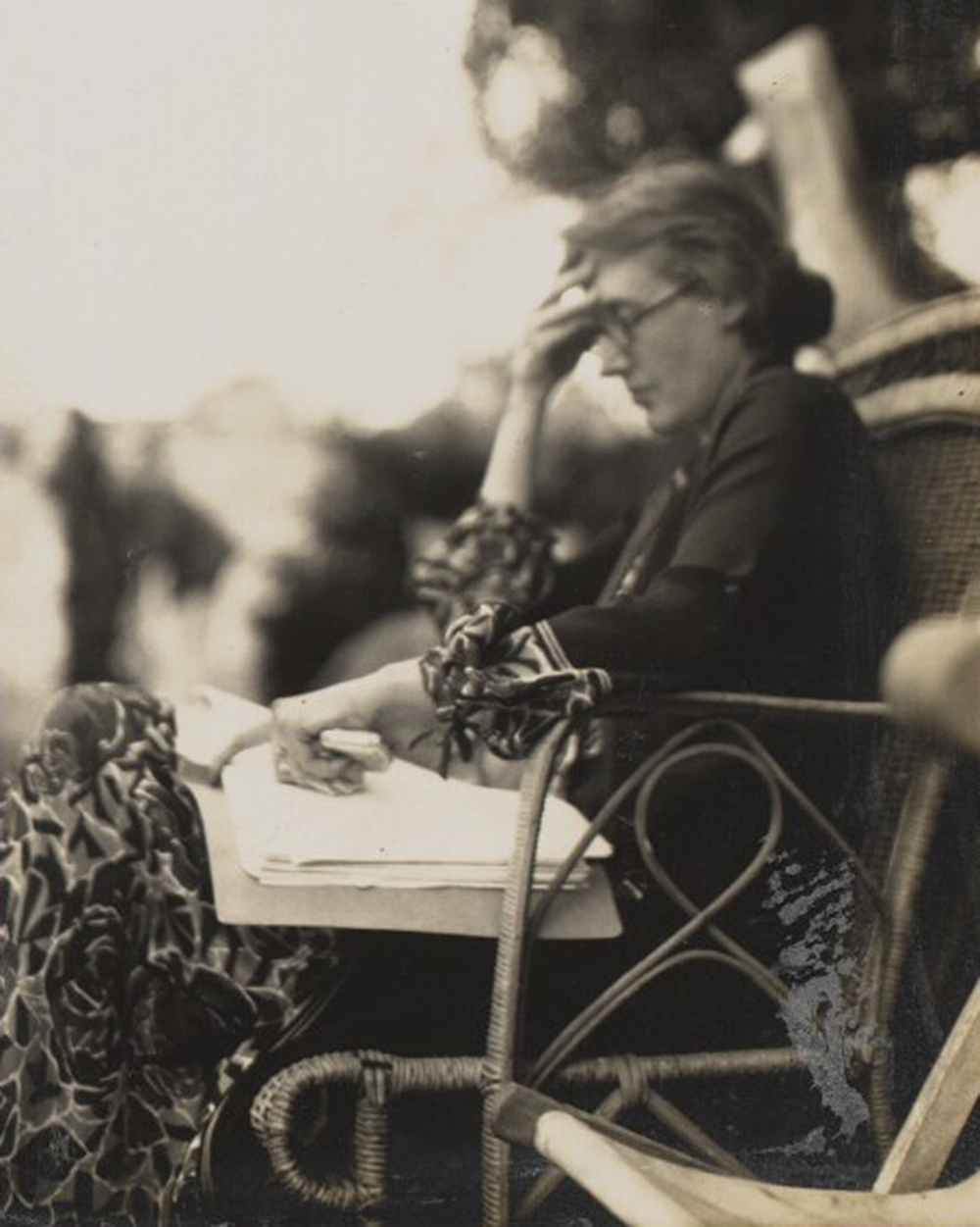 Virginia Woolf, 1926. Photograph by Ottoline Morrell. © National Portrait Gallery, London.