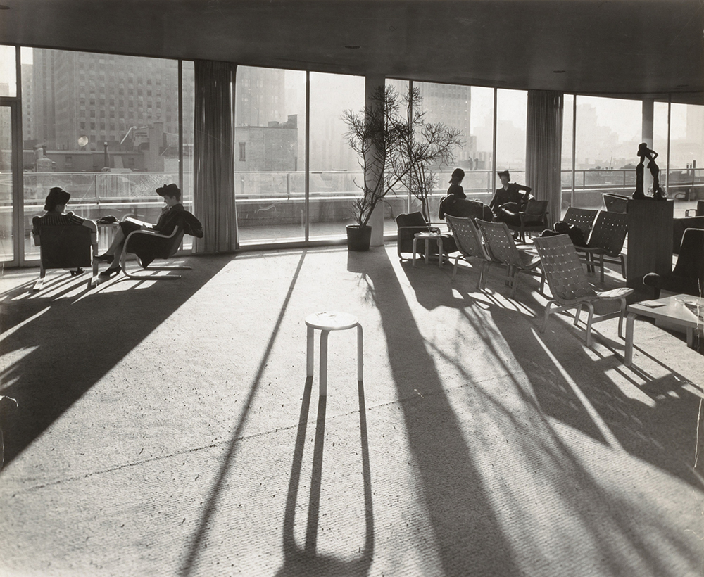 Members' Penthouse, Museum of Modern Art, c. 1940s. Photograph by by Andreas Feininger. Smithsonian American Art Museum, Gift of Joshua P. Smith.